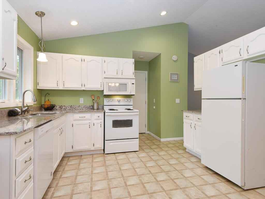 View 22 photos of this 2 bed, 2 bath, and 1,111 sqft. condo home located at 3268 Edgerton St, Vadnais Heights, Minnesota 55127 is Active for $165,000.