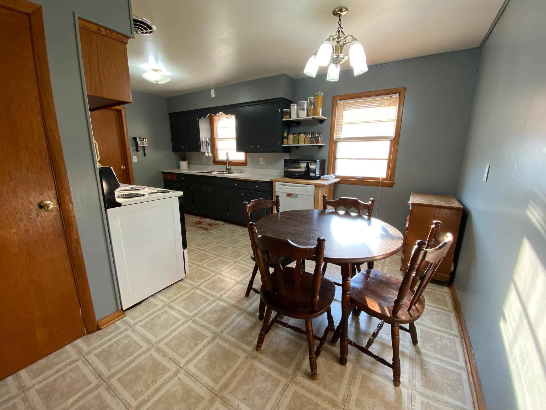 View 10 photos of this 4 bed, 2 bath, and 1,184 sqft. single_family home located at 950 Apgar St S, Shakopee, Minnesota 55379 is Active for $269,900.