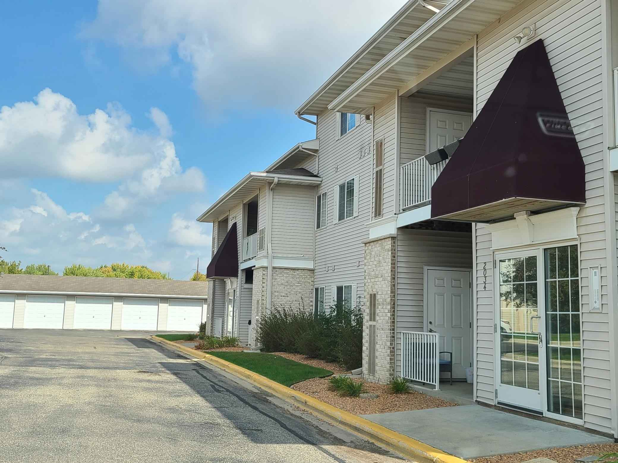 View 16 photos of this 2 bed, 1 bath, and 1,148 sqft. condo home located at 2034 11th Ave SE Apt C, Rochester, Minnesota 55904 is Active for $179,900.