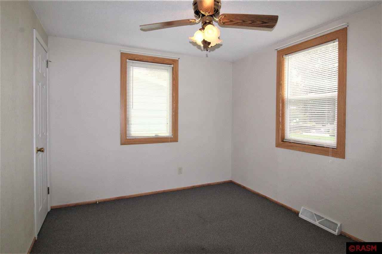 View 21 photos of this 3 bed, 1 bath, and 1,408 sqft. single_family home located at 1009 N Spring St, New Ulm, Minnesota 56073 is Pending for $115,000.