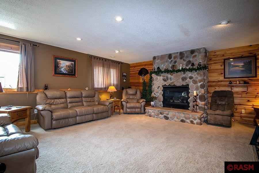 View 48 photos of this 4 bed, 3 bath, and 3,060 sqft. single_family home located at 2115 Black Hawk Dr, North Mankato, Minnesota 56003 is Pending for $329,900.