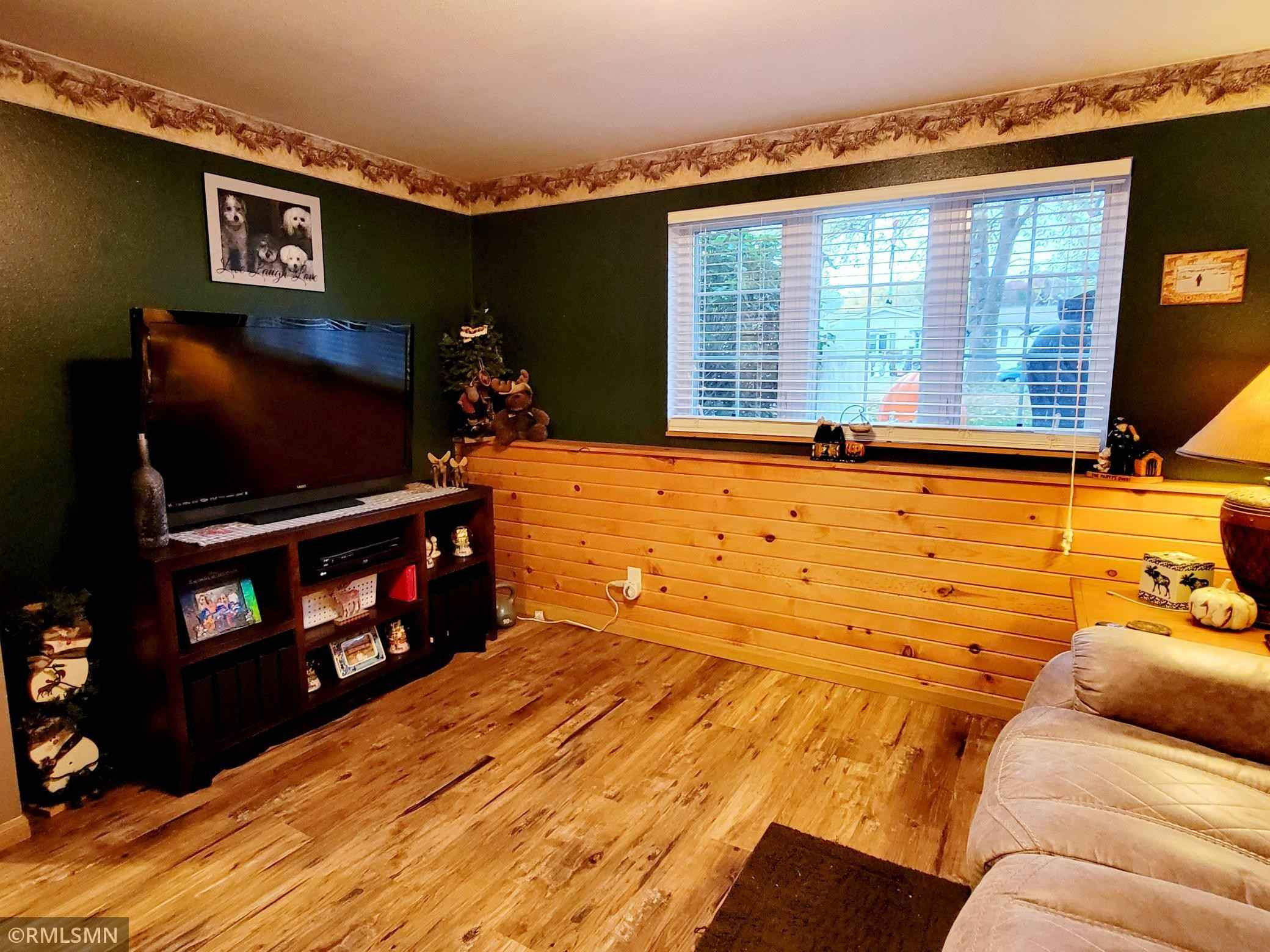 View 33 photos of this 4 bed, 2 bath, and 1,610 sqft. single_family home located at 613 9th Ave NW, Waseca, Minnesota 56093 is Active for $240,000.