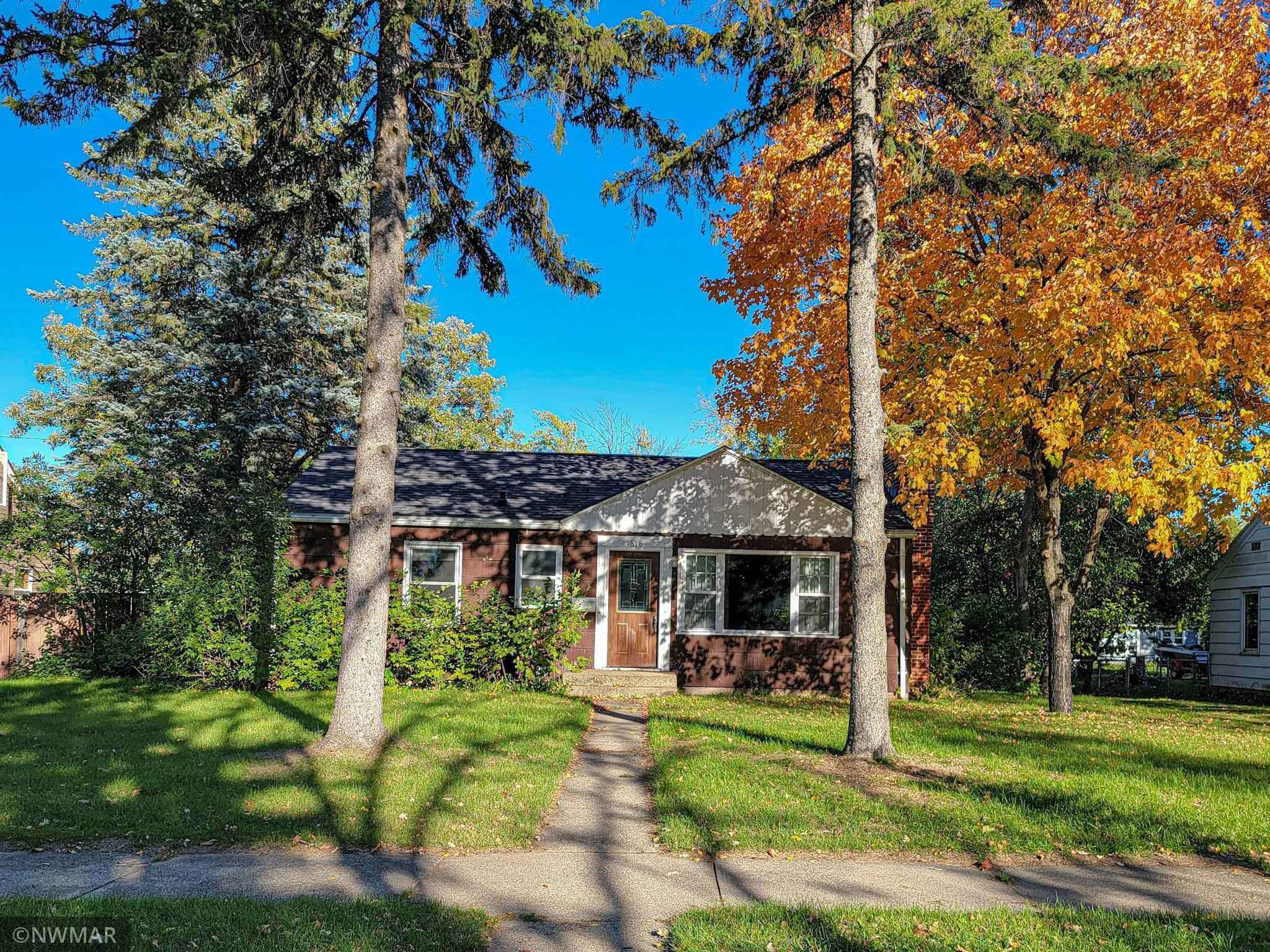 View 1 photos of this 5 bed, 2 bath, and 1,746 sqft. single_family home located at 1616 Bixby Ave NE, Bemidji, Minnesota 56601 is Pending for $175,000.