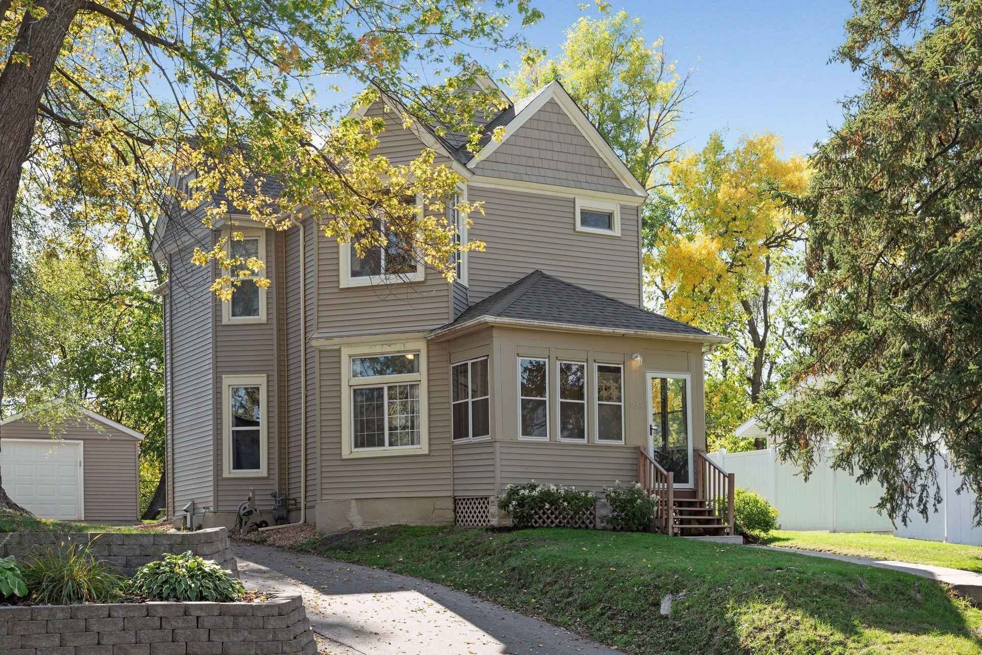 View 27 photos of this 4 bed, 2 bath, and 1,480 sqft. single_family home located at 220 Winona St E, Saint Paul, Minnesota 55107 is Pending for $249,900.