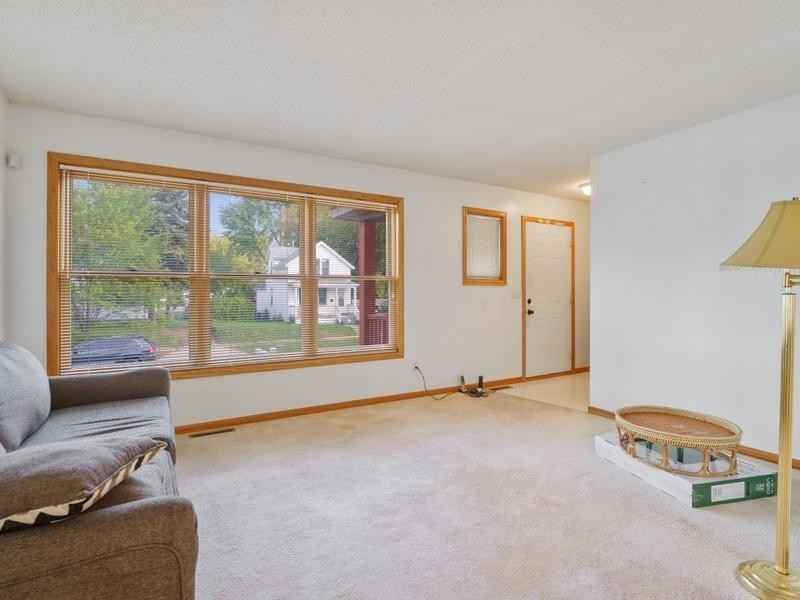 View 18 photos of this 4 bed, 2 bath, and 2,041 sqft. single_family home located at 342 Sherburne Ave, Saint Paul, Minnesota 55103 is Pending for $249,900.