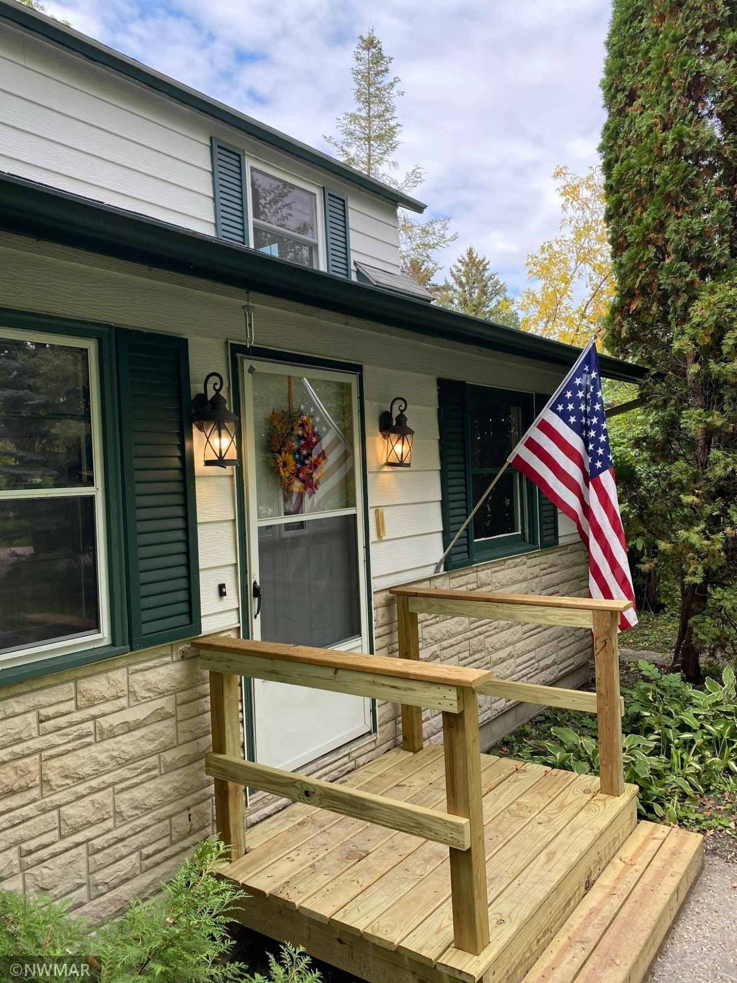 View 50 photos of this 3 bed, 1 bath, and 1,386 sqft. single_family home located at 405 and 407 Lambert St, Oklee, Minnesota 56742 is Pending for $110,000.
