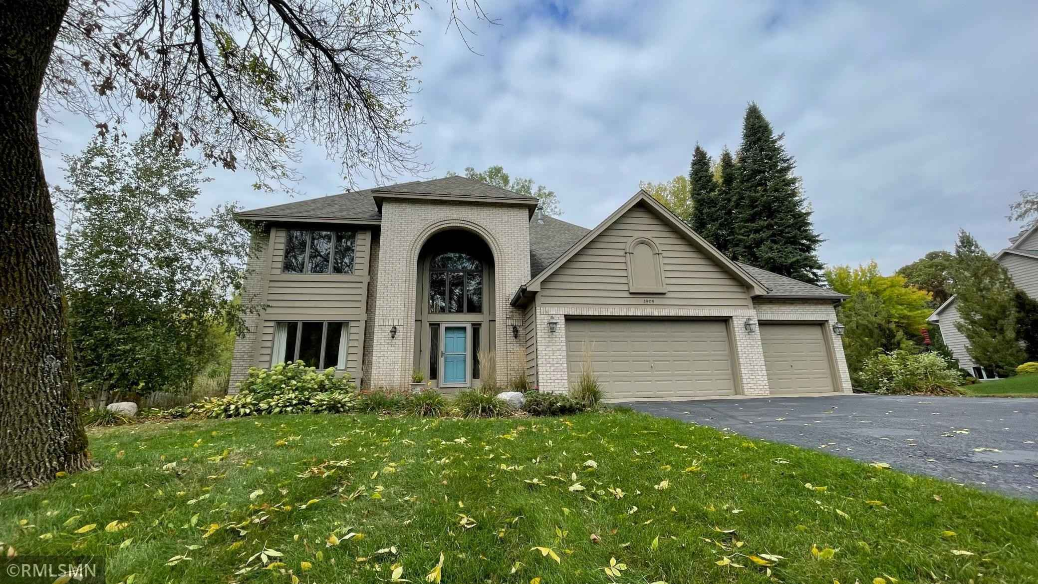 View 7 photos of this 5 bed, 4 bath, and 3,974 sqft. single_family home located at 1909 Charlton St, West Saint Paul, Minnesota 55118 is Active for $599,000.