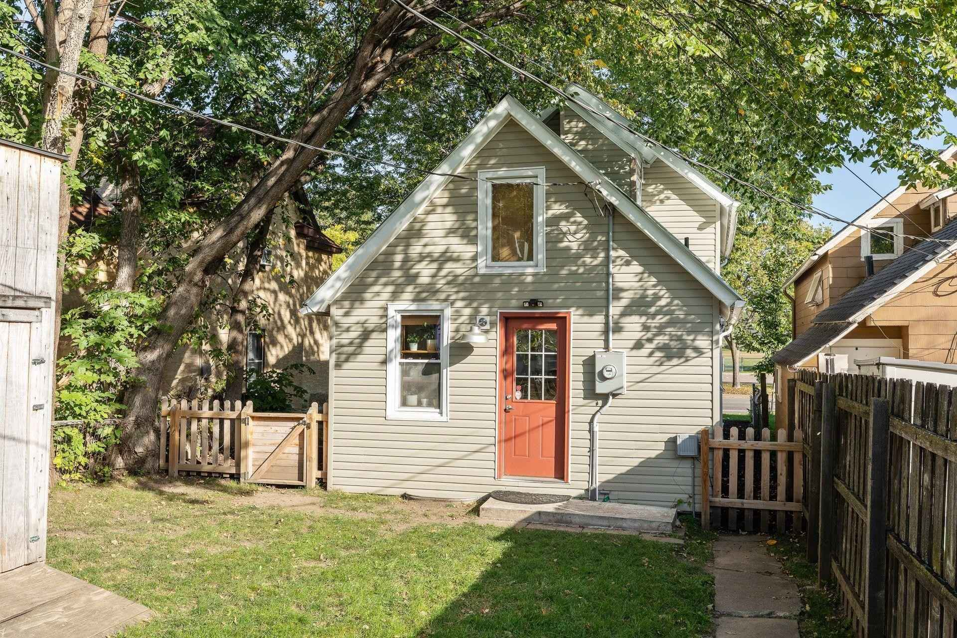 View 43 photos of this 3 bed, 2 bath, and 1,100 sqft. single_family home located at 722 Minnehaha Ave W, Saint Paul, Minnesota 55104 is Active for $194,900.