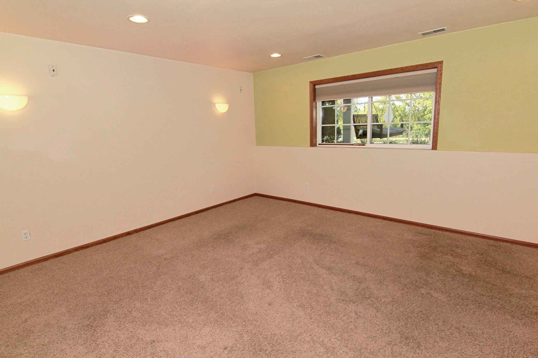 View 19 photos of this 3 bed, 4 bath, and 2,462 sqft. condo home located at 1662 Village Trl E Unit 1, Maplewood, Minnesota 55109 is Active for $300,000.