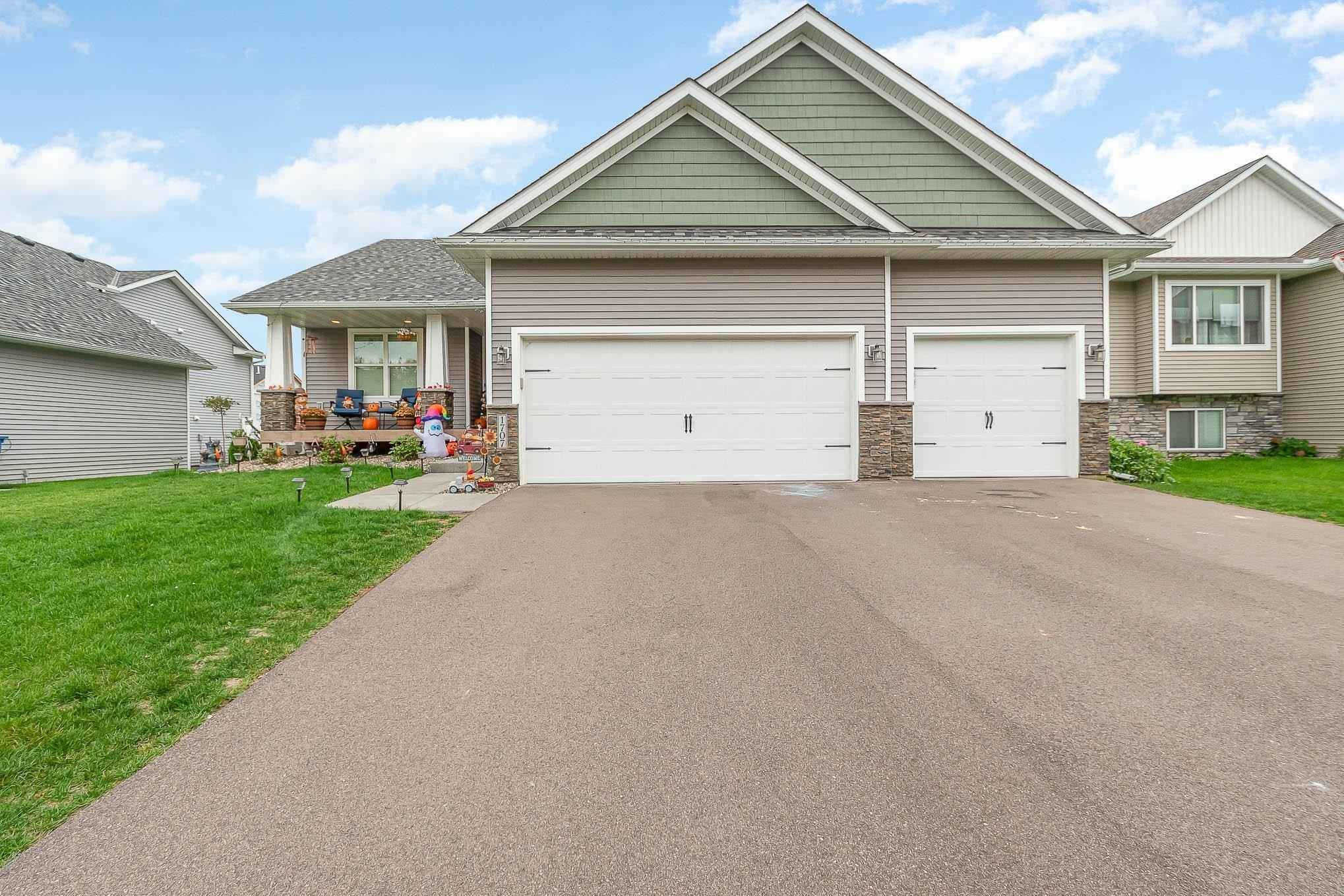 View 25 photos of this 4 bed, 3 bath, and 2,220 sqft. single_family home located at 1707 Riverside Dr, Shakopee, Minnesota 55379 is Pending for $489,900.