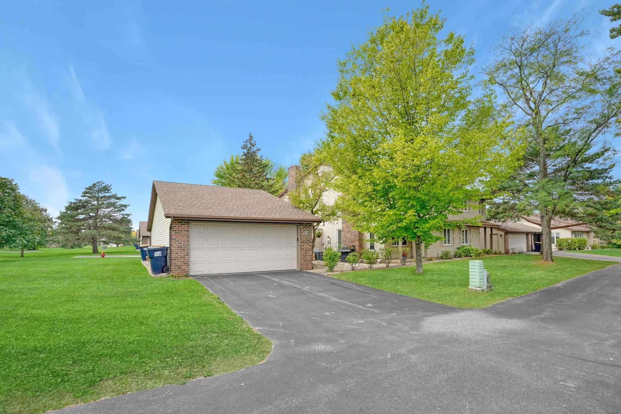 View 35 photos of this 2 bed, 2 bath, and 1,092 sqft. condo home located at 4687 Stavern Pt, Eagan, Minnesota 55122 is Pending for $220,000.