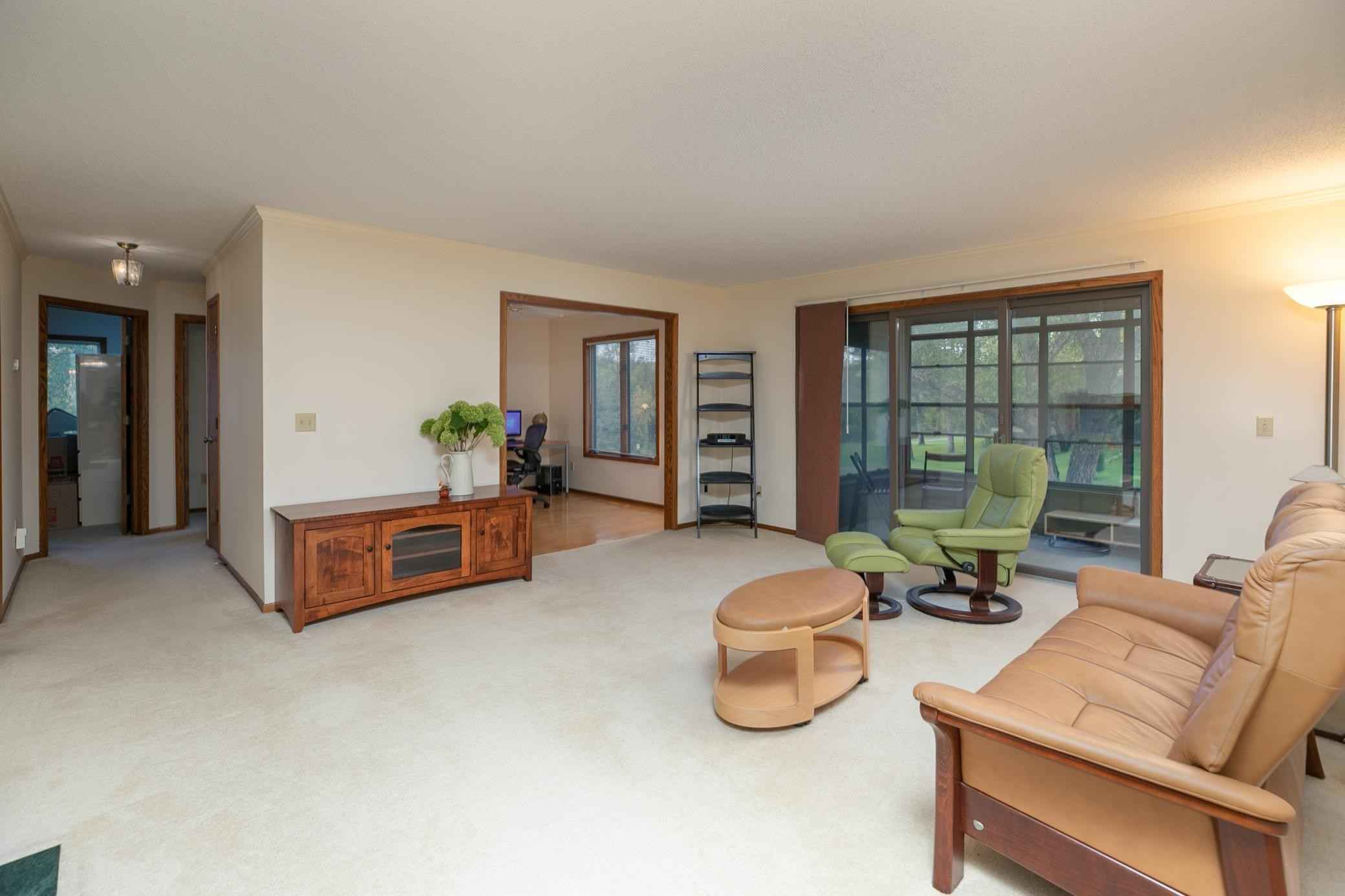 View 20 photos of this 2 bed, 2 bath, and 1,430 sqft. condo home located at 1900 Lakeview Ct SW Apt 201, Rochester, Minnesota 55902 is Active for $239,000.