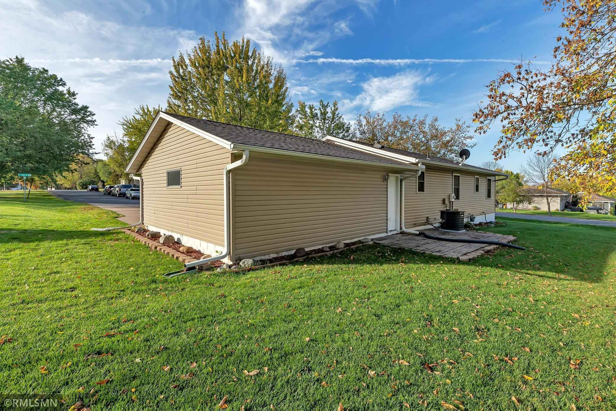 View 24 photos of this 3 bed, 2 bath, and 1,050 sqft. single_family home located at 200 11th St NW, Milaca, Minnesota 56353 is Pending for $194,900.