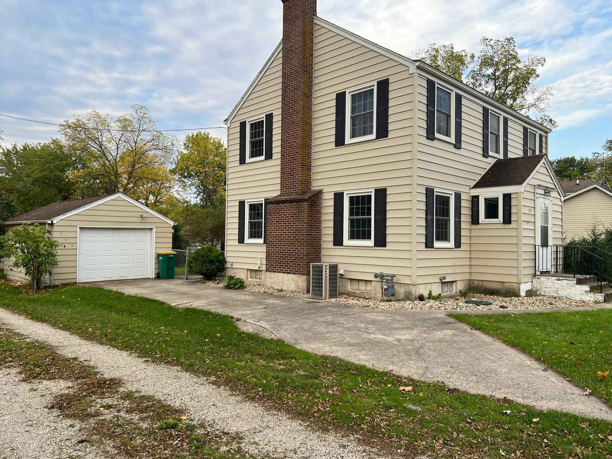 View 33 photos of this 3 bed, 2 bath, and 1,604 sqft. single_family home located at 205 Concord St, Emmons, Minnesota 56029 is Pending for $139,900.