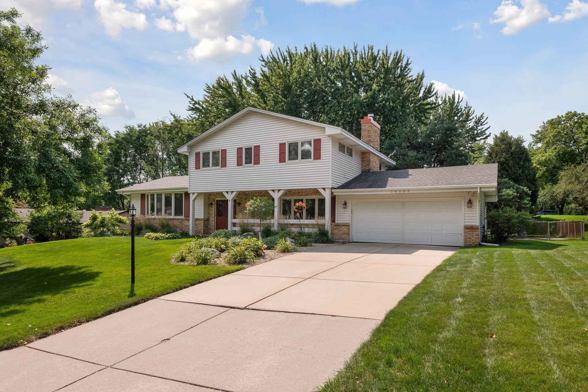 View 33 photos of this 4 bed, 3 bath, and 2,523 sqft. single_family home located at 10000 Morris Rd, Bloomington, Minnesota 55437 is Active for $410,000.