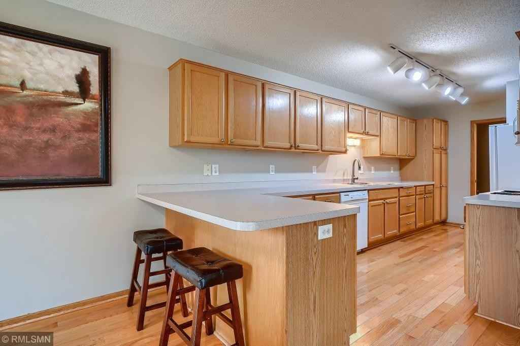 View 28 photos of this 3 bed, 4 bath, and 2,002 sqft. condo home located at 1684 Wellington Ln, Shakopee, Minnesota 55379 is Active for $265,000.