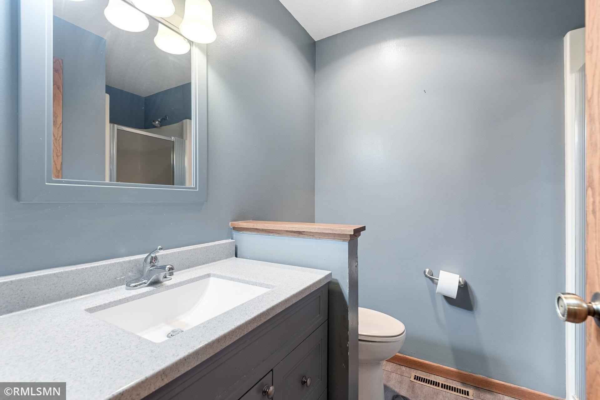 View 43 photos of this 3 bed, 3 bath, and 2,100 sqft. single_family home located at 501 Casper Cir, Norwood Young America, Minnesota 55368 is Pending for $279,900.