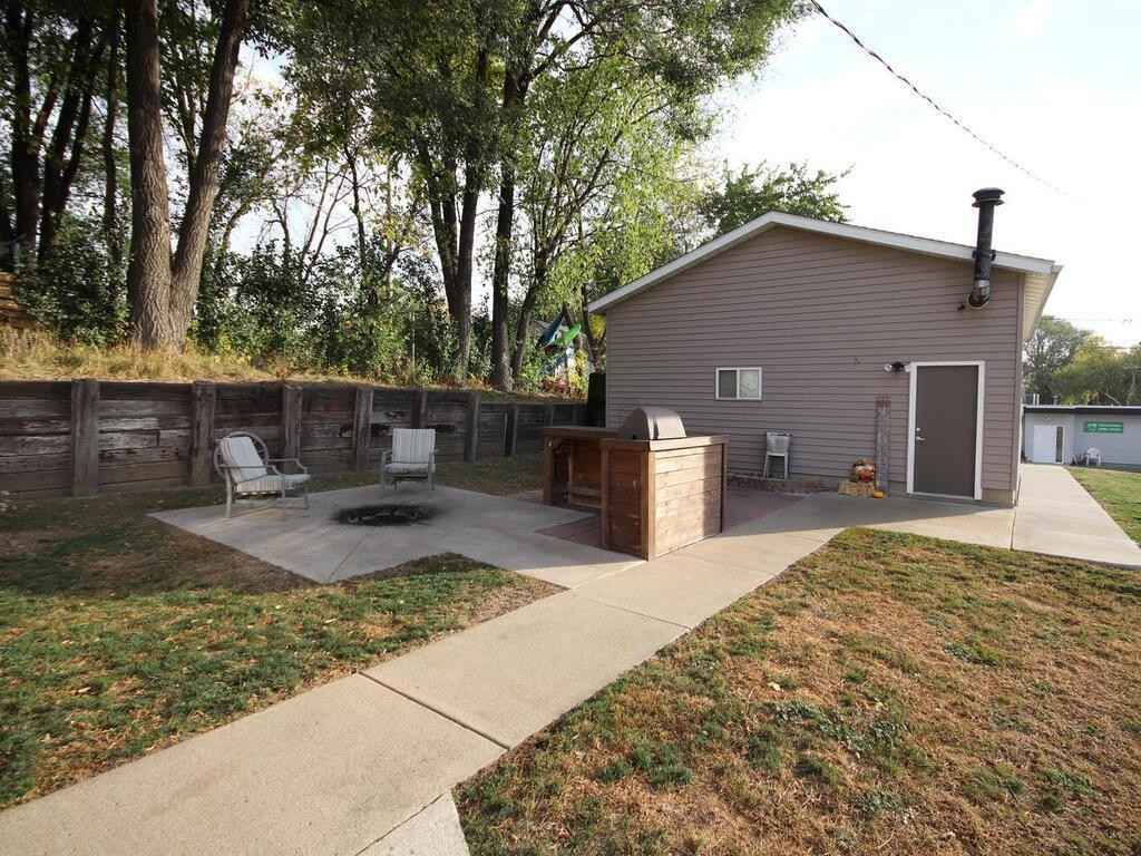 View 31 photos of this 2 bed, 2 bath, and 1,336 sqft. single_family home located at 107 2nd St NW, Montgomery, Minnesota 56069 is Pending for $205,000.