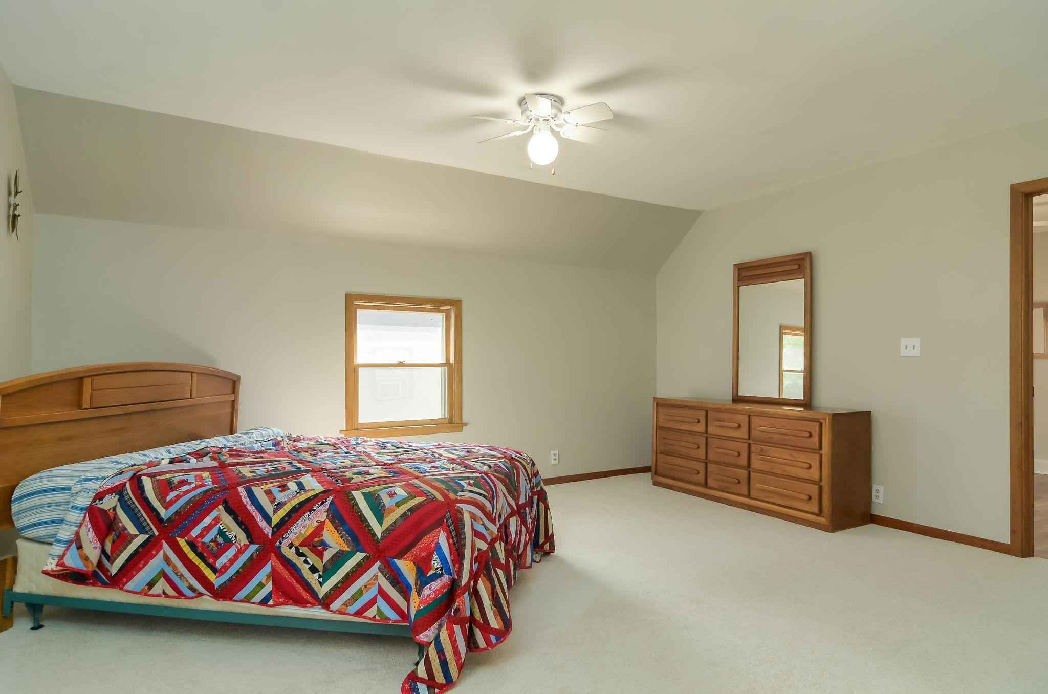 View 23 photos of this 4 bed, 2 bath, and 1,736 sqft. single_family home located at 560 Orleans St, Saint Paul, Minnesota 55107 is Pending for $199,900.