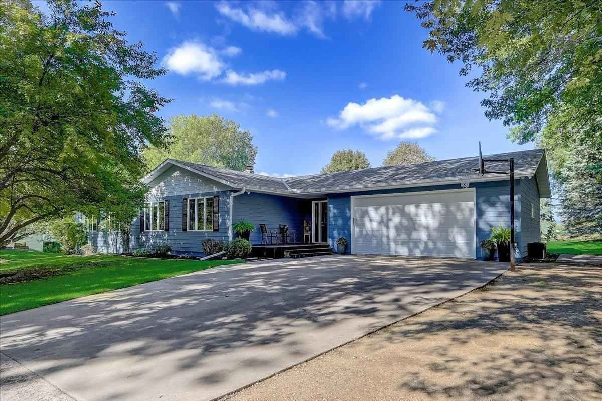 View 59 photos of this 4 bed, 2 bath, and 3,197 sqft. single_family home located at 56 33rd St NW, Buffalo, Minnesota 55313 is Active for $397,900.