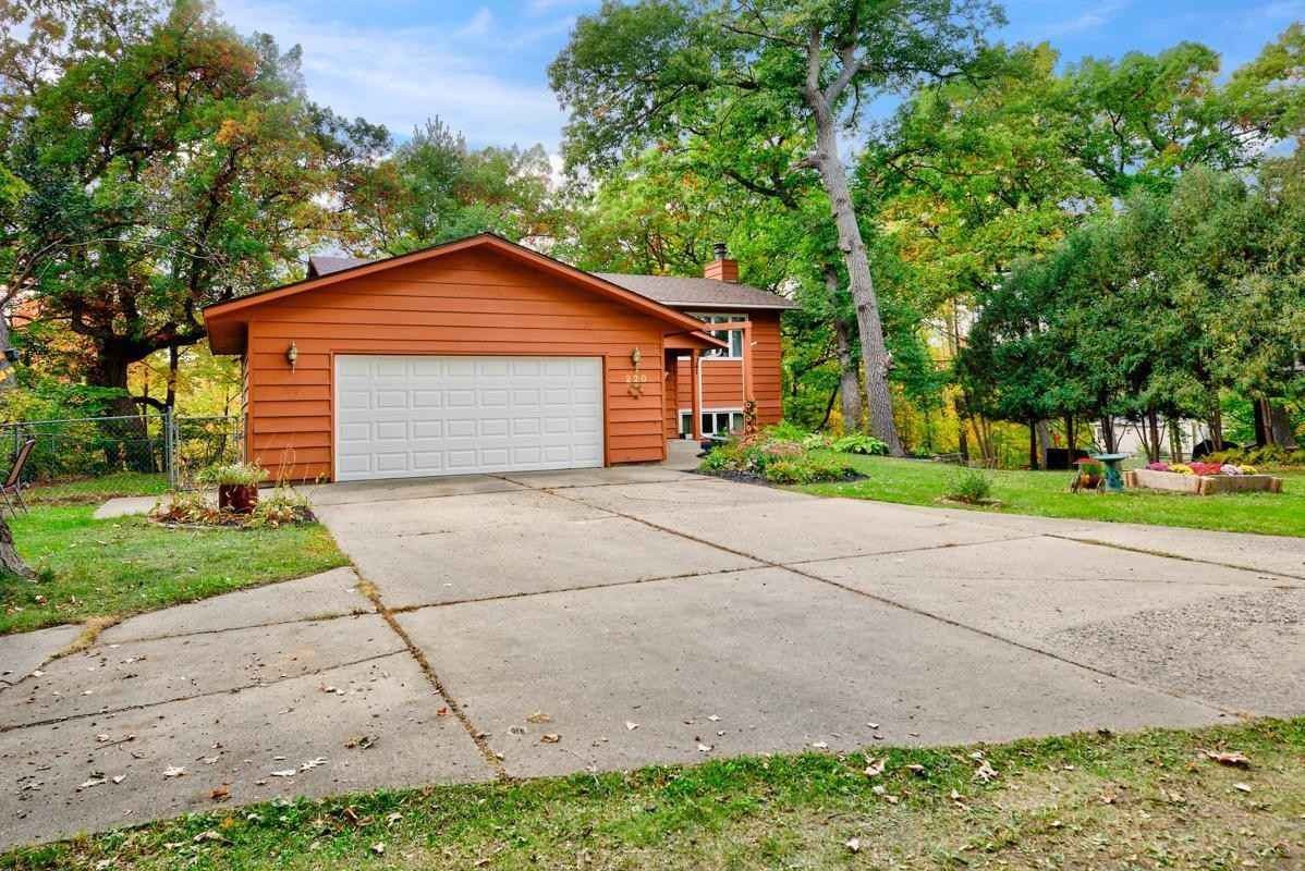 View 38 photos of this 4 bed, 2 bath, and 2,174 sqft. single_family home located at 220 6th Ave SE, Faribault, Minnesota 55021 is Pending for $259,900.