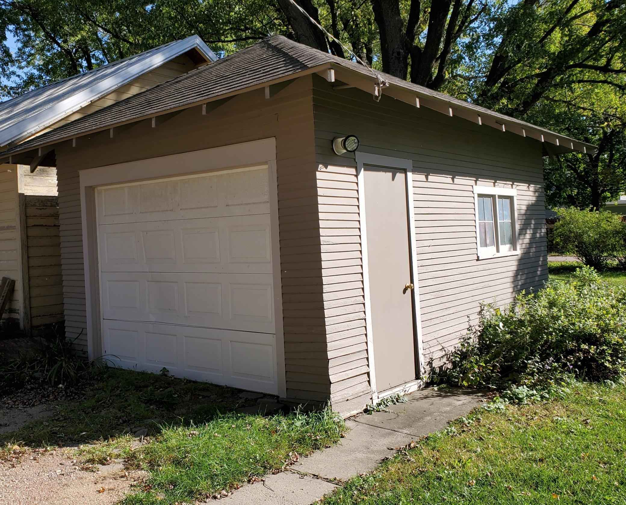 View 37 photos of this 3 bed, 2 bath, and 2,097 sqft. single_family home located at 105 4th St E, Jasper, Minnesota 56144 is Active for $124,900.