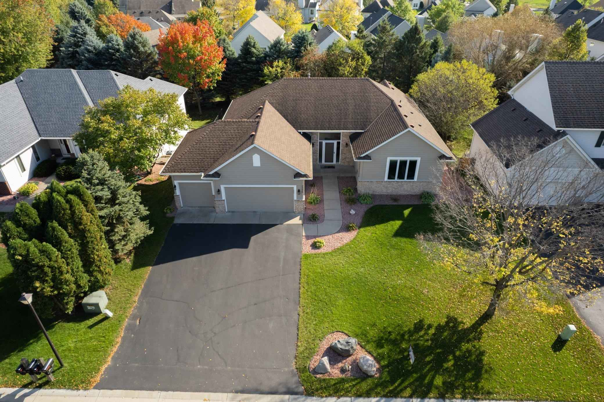 View 44 photos of this 4 bed, 3 bath, and 3,226 sqft. single_family home located at 2396 Eagle Valley Dr, Woodbury, Minnesota 55129 is Pending for $489,900.