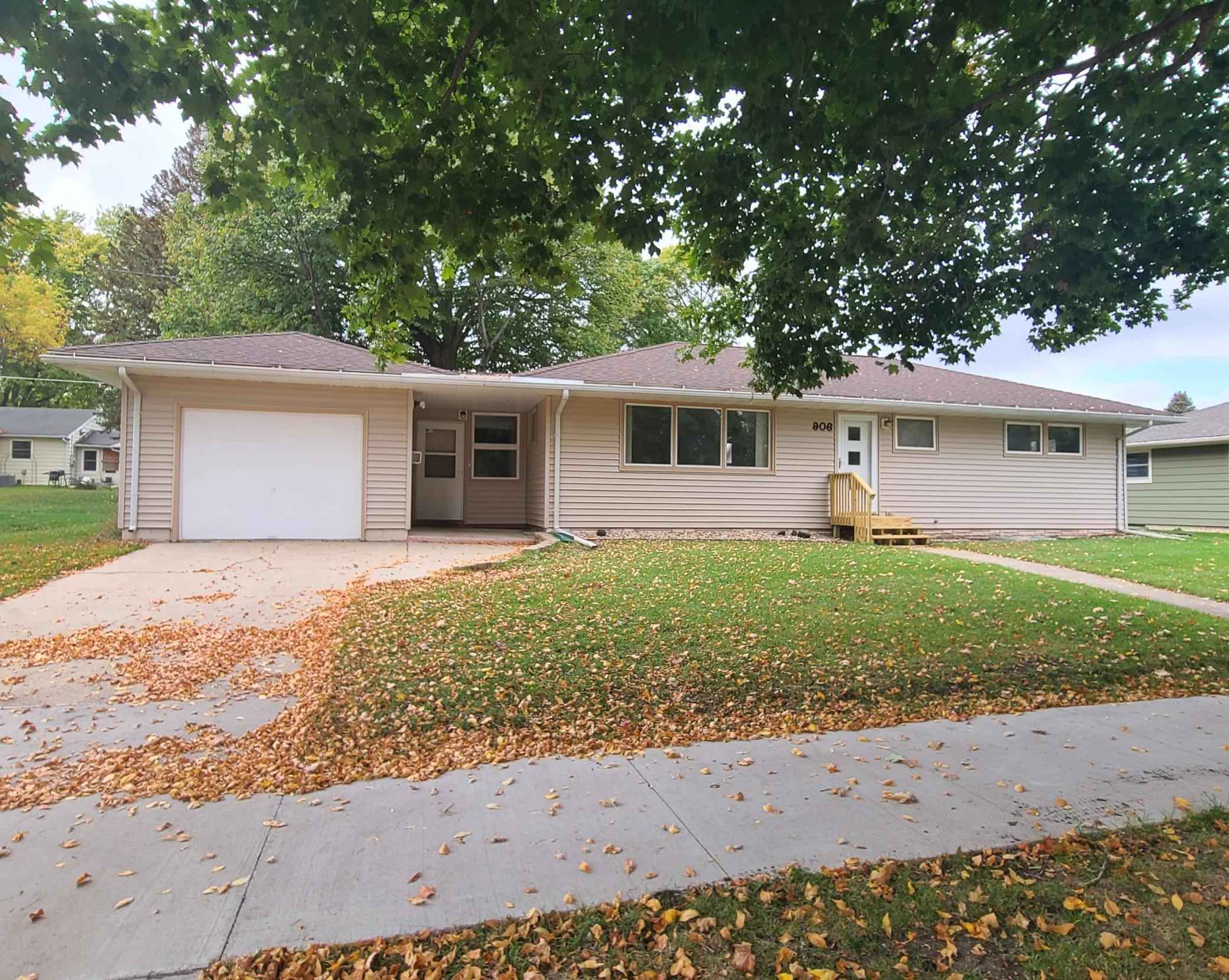 View 20 photos of this 3 bed, 2 bath, and 1,590 sqft. single_family home located at 906 7th Ave SW, Pipestone, Minnesota 56164 is Active for $160,000.