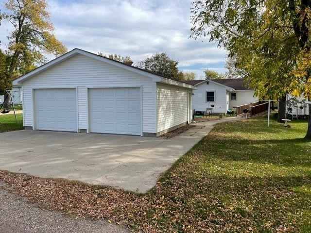 View 25 photos of this 2 bed, 2 bath, and 1,594 sqft. single_family home located at 722 Adams Ave, Westbrook, Minnesota 56183 is Active for $106,000.