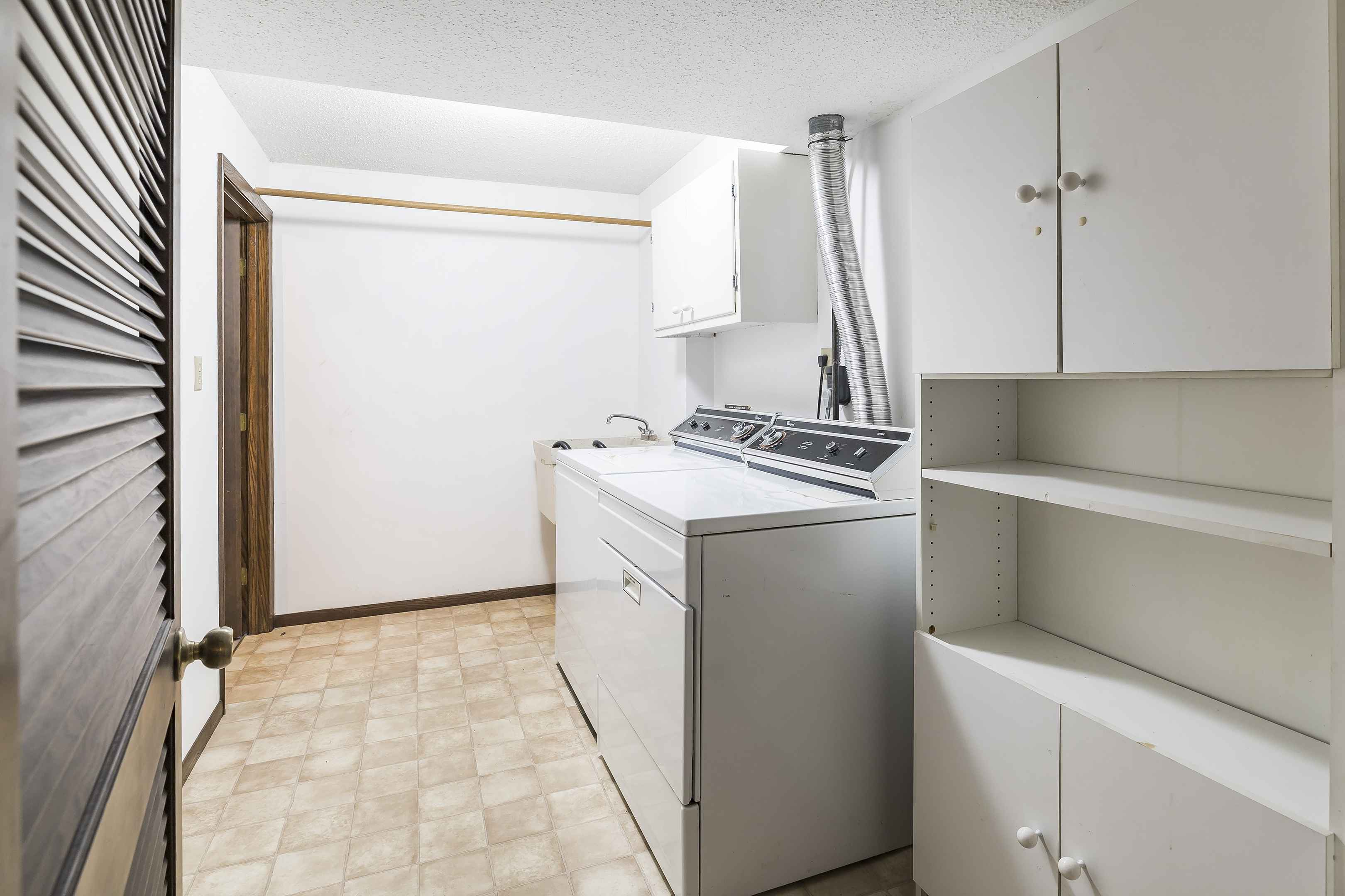 View 33 photos of this 2 bed, 3 bath, and 2,027 sqft. condo home located at 8044 Pennsylvania Rd, Bloomington, Minnesota 55438 is Active for $350,000.