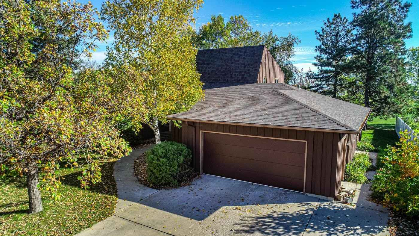 View 21 photos of this 5 bed, 4 bath, and 3,690 sqft. single_family home located at 2504 18th St S, Moorhead, Minnesota 56560 is Active for $220,000.