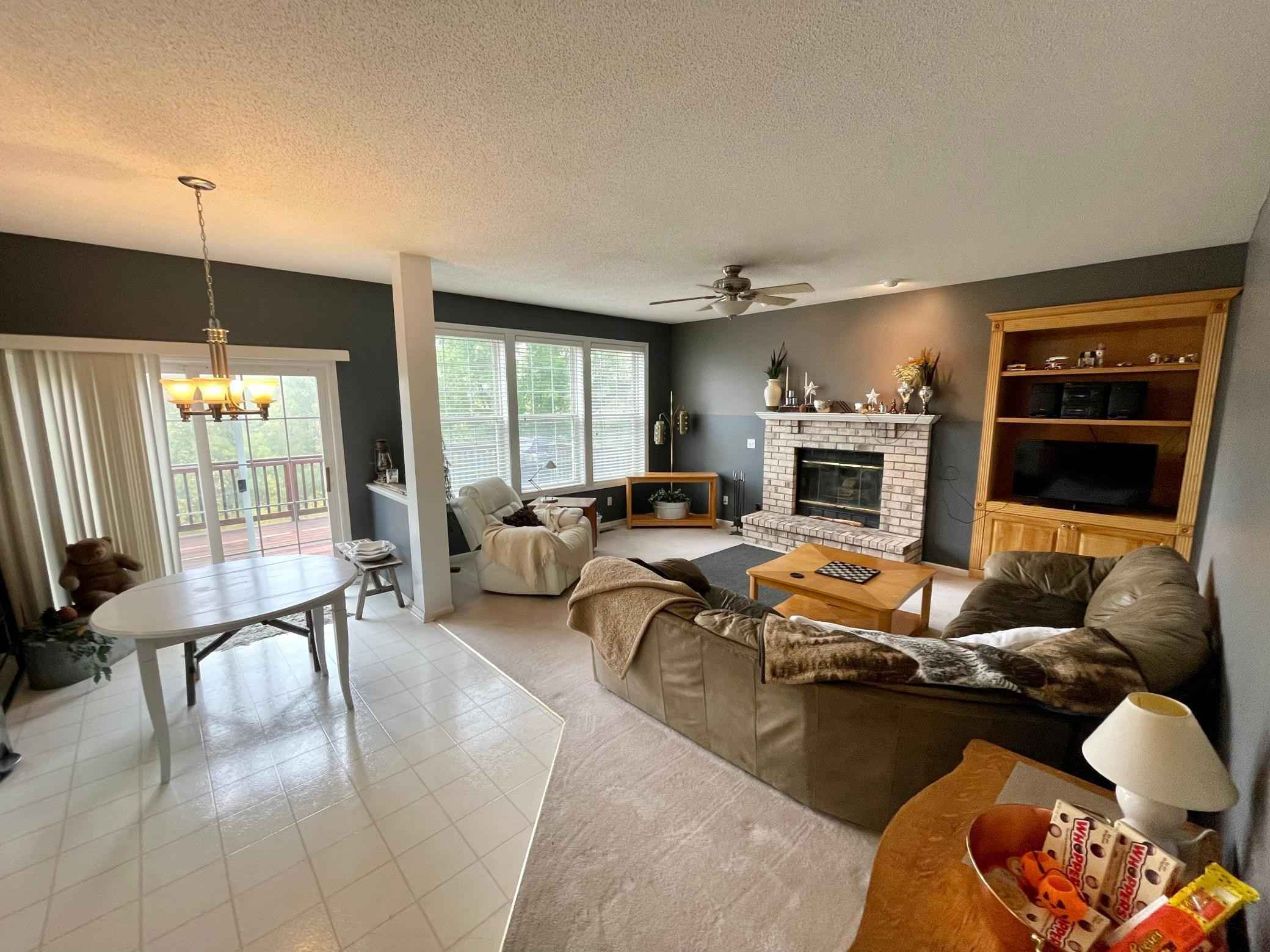 View 30 photos of this 4 bed, 4 bath, and 2,006 sqft. single_family home located at 2721 Autumn Woods Dr, Chaska, Minnesota 55318 is Pending for $385,000.