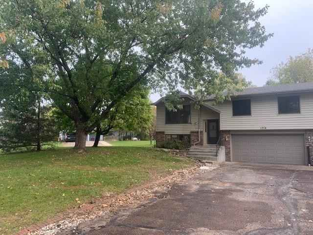 View 3 photos of this 2 bed, 2 bath, and 1,317 sqft. condo home located at 1374 Lakeside Cir, Eagan, Minnesota 55123 is Active for $249,900.