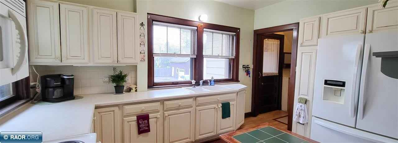 View 30 photos of this 3 bed, 2 bath, and 2,368 sqft. single_family home located at 2118 2nd Ave E, Hibbing, Minnesota 55746 is Active for $179,900.