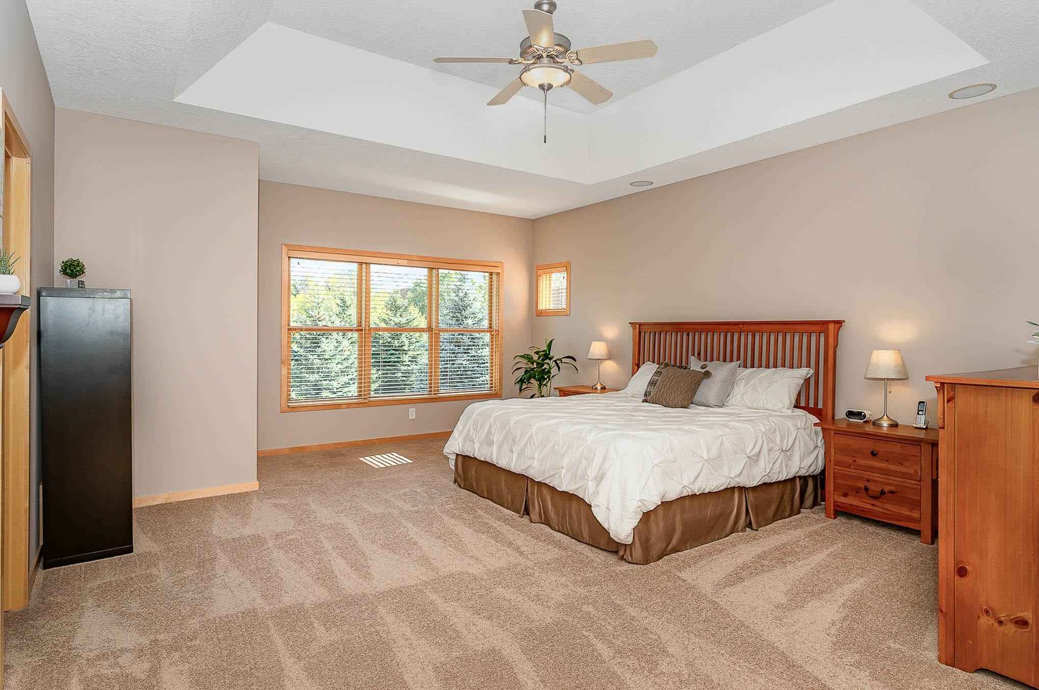 View 44 photos of this 4 bed, 4 bath, and 3,680 sqft. single_family home located at 9055 Whispering Oaks Trl, Shakopee, Minnesota 55379 is Pending for $580,000.