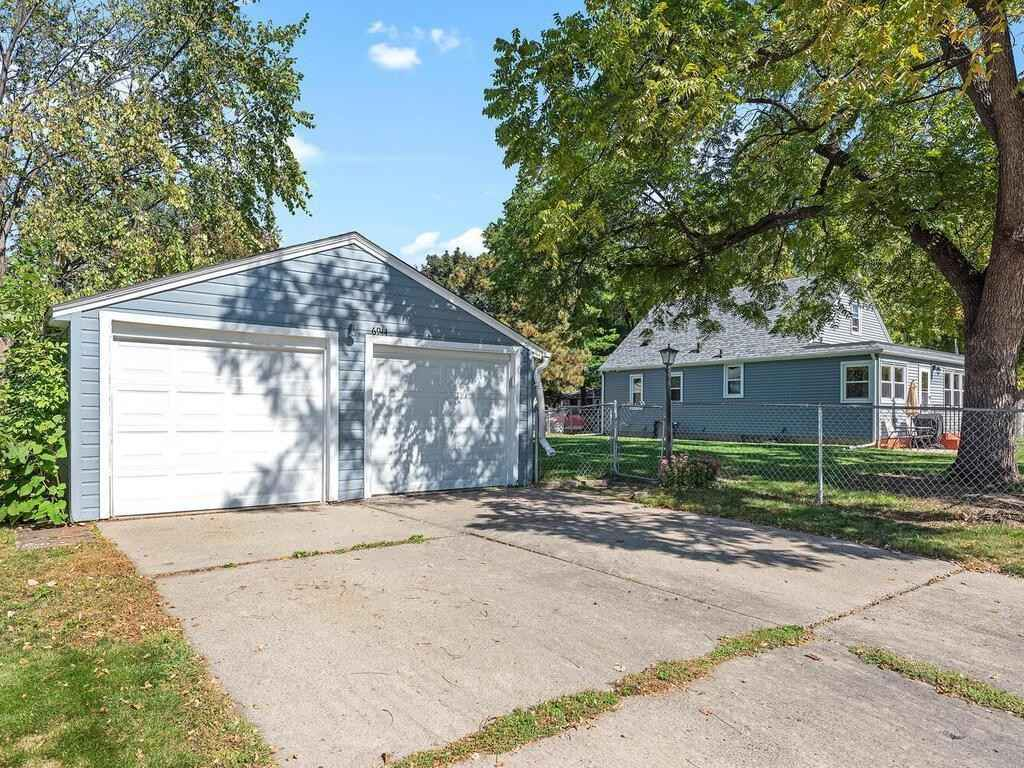 View 30 photos of this 3 bed, 2 bath, and 1,662 sqft. single_family home located at 6944 10th Ave S, Richfield, Minnesota 55423 is Pending for $300,000.