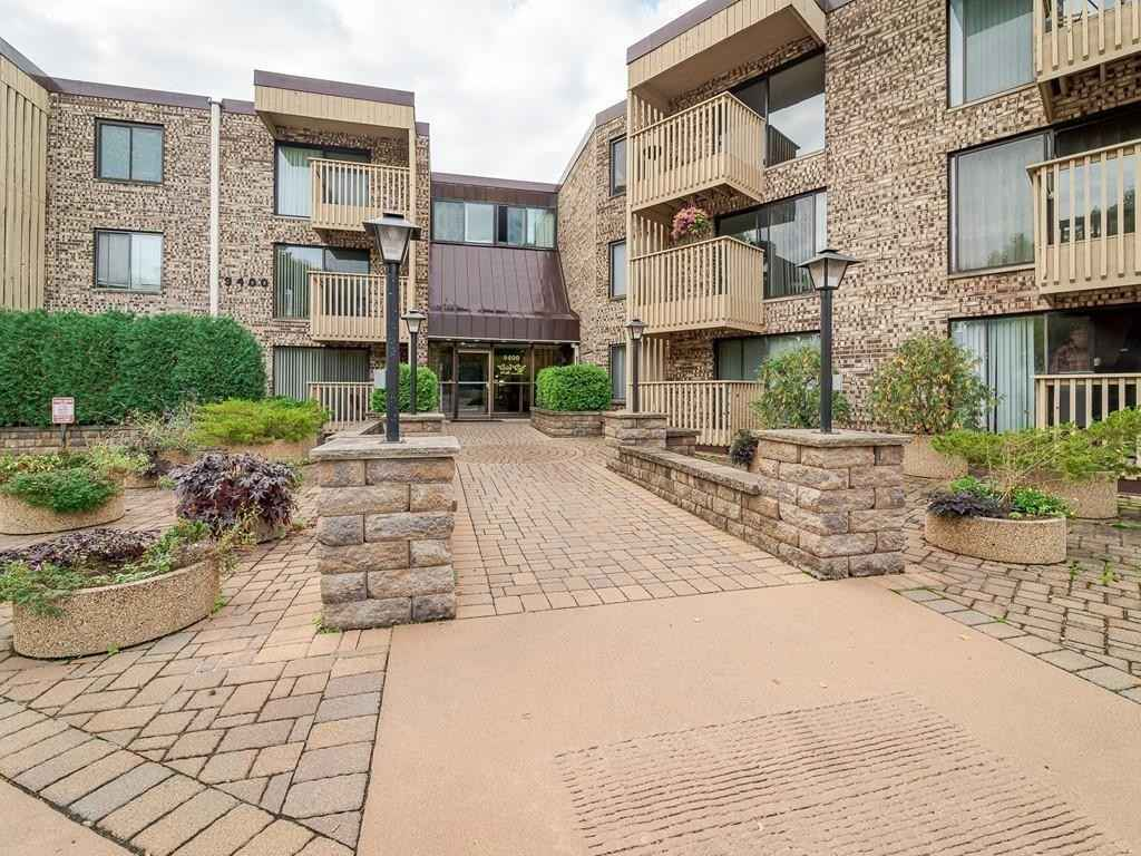 View 14 photos of this 1 bed, 1 bath, and 700 sqft. condo home located at 9400 Old Cedar Ave S Apt 223, Bloomington, Minnesota 55425 is Pending for $134,900.