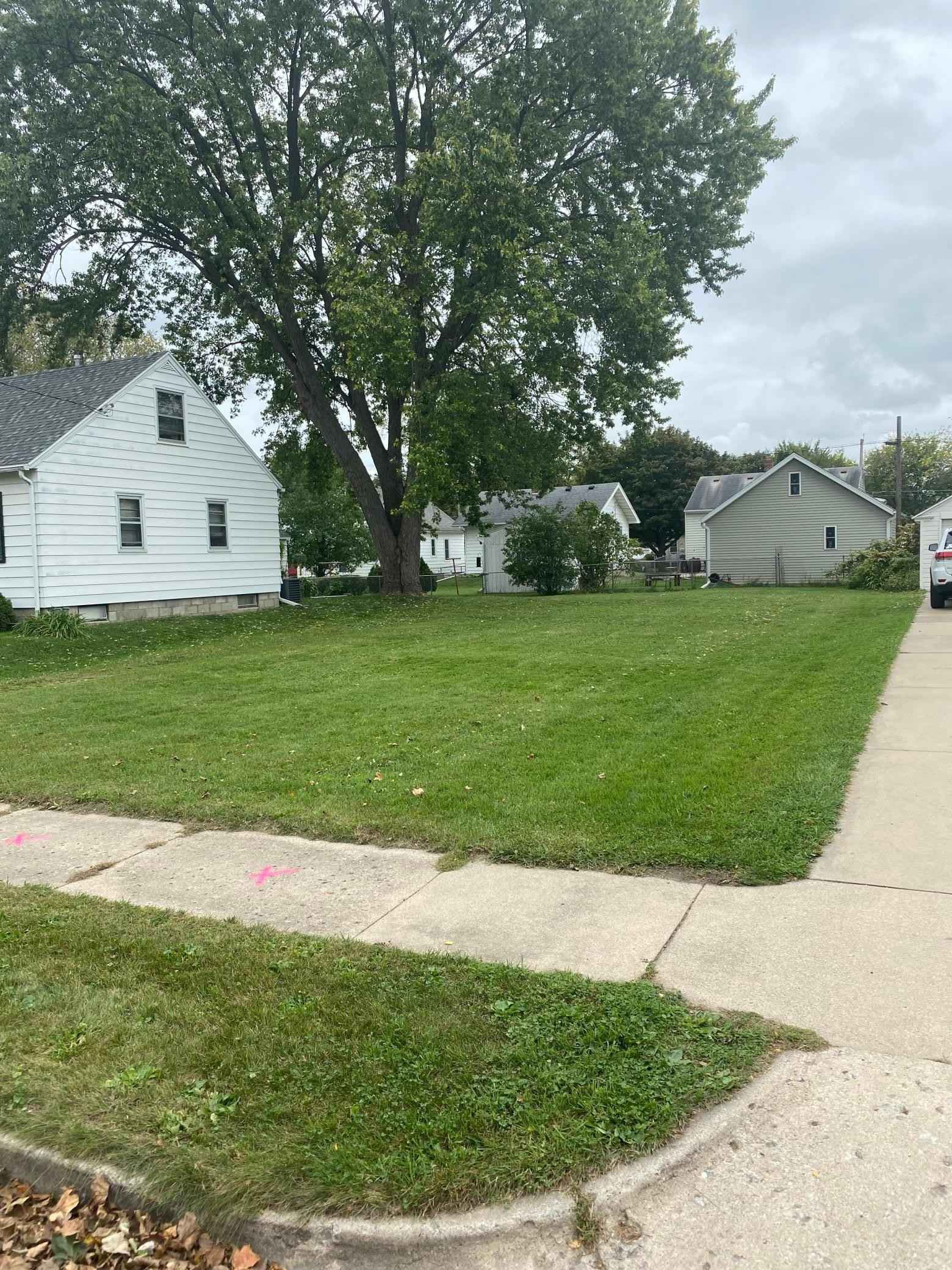 View 1 photos of this _0 bed, _0 bath, and  sqft. land home located at 216 10 1/4 St SE, Rochester, Minnesota 55904 is Active for $37,000.