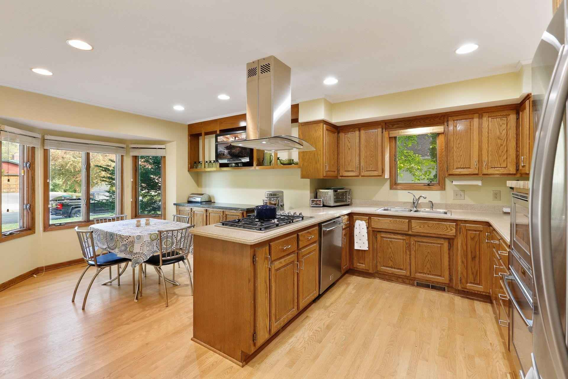 View 37 photos of this 5 bed, 3 bath, and 2,621 sqft. single_family home located at 1388 Colleen Ave, Arden Hills, Minnesota 55112 is _0 for $.