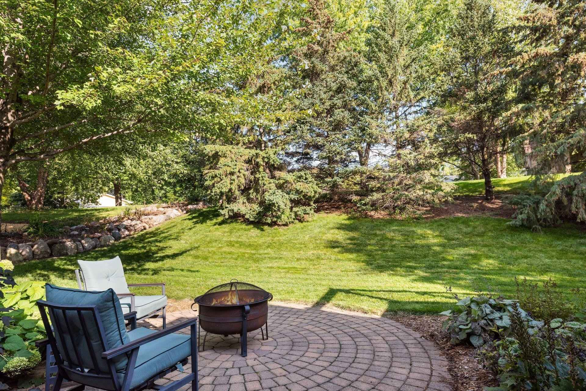 View 32 photos of this 5 bed, 3 bath, and 2,448 sqft. single_family home located at 1460 Heron Dr, Chanhassen, Minnesota 55317 is Pending for $425,000.